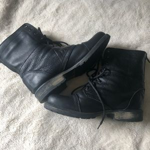 Steve Madden Shoes - Black leather Steve Madden lace up boots W10